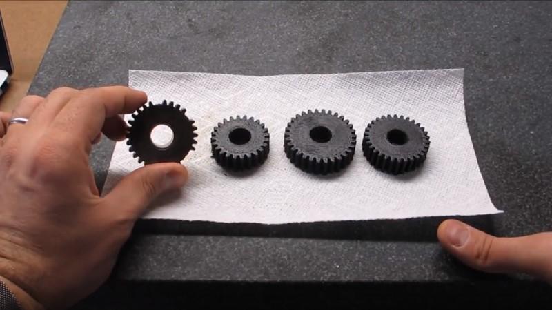El torno Logan Vintage obtiene engranajes impresos en 3D