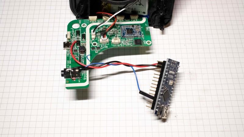 Cómo hackear un altavoz Bluetooth portátil omitiendo el Bluetooth