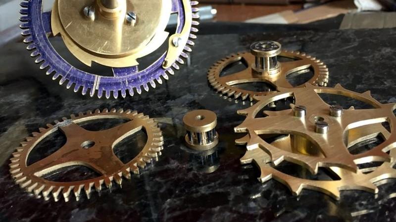 Lo esencial de hacer un reloj de latón