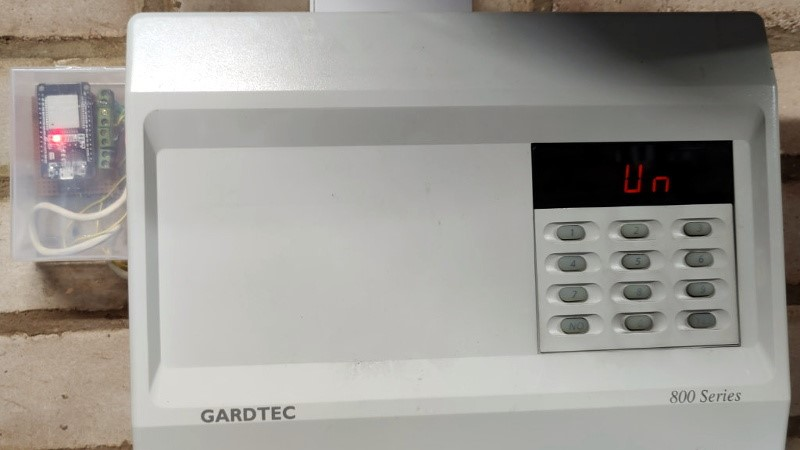 ESP32 agrega nuevas funciones al sistema de alarma para el hogar de la década de 1990
