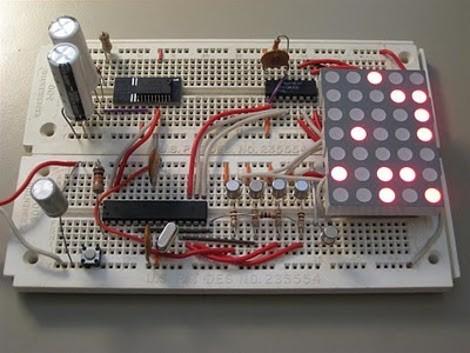 El reloj binario utiliza DS3232 RTC