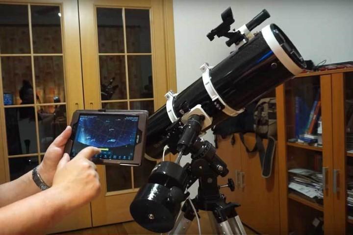 El controlador de telescopio de código abierto presenta funciones inteligentes en telescopios antiguos
