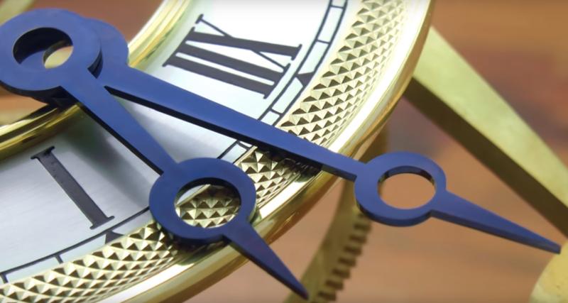 Metal Magic: Manecillas de reloj de acero azulado por calor
